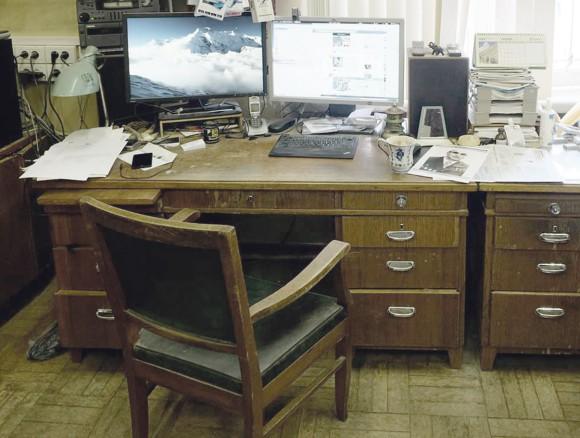 Стол и кресло А.Б. Воронцова-Вельяминова в комнате 50 в Отделе физики эмиссионных звезд и галактик. Здесь сейчас сидит астроном, программист и фотограф Олег Бартунов