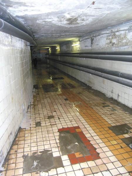 Это не DOOM-коридоры. Просто переход между корпусами МФТИ. Фото автора