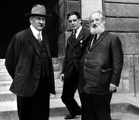 1-й Президиум (1919 год) физико-механического факультета: А.Ф. Иоффе, П.Л. Капица и А.И. Крылов (слева направо)