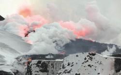 Второе извержение вулкана близ ледника Эйяфьядлайёкюдль, вид с Севера, 2 апреля 2010 года