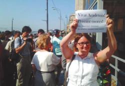 Ю. Галямина на «гуляниях ученых» у Госдумы. Август 2013 года