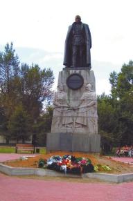 В Иркутске белые и красные помирились (памятник Колчаку). Но ждать пришлось долго. Может, с Украиной выйдет быстрее?