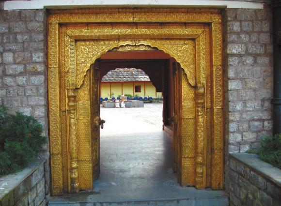 Главный вход в храм Бхимакали. Фото В. Скворцова