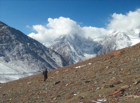 На перевале Кунзум (Kunzum Pass), высота 4600 м. Фото А.Л. Львовского, 9 октября 2011 года