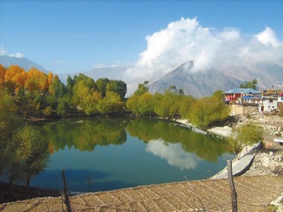 Деревня Нако (3660 м), долина Спити. Место находки капустницы. Фото А.Л. Львовского, 5 октября 2011 года