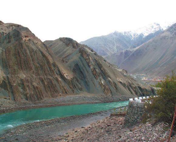 Верхнее течение реки Инд близ Алчи (3125 м). Ладак. 6 Мая 2013 года. Фото С. Литвинчука