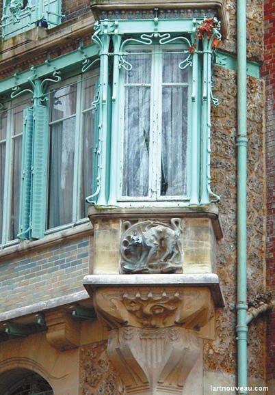 Угловое окно