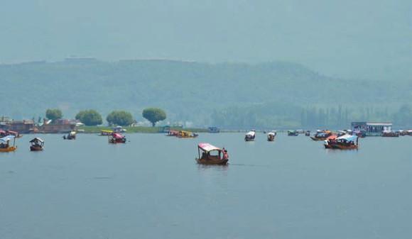 Озеро Дал, 1600 м. Шринагар, 3 мая 2013 года. Фото А. Андреева