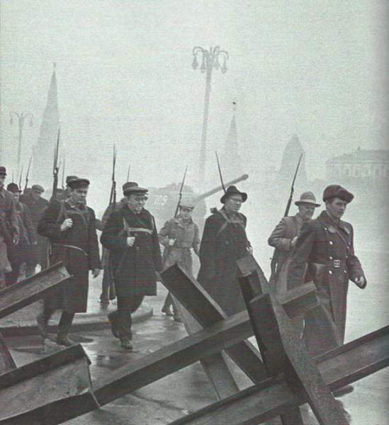 Ополченцы уходят на защиту Москвы. Ноябрь 1941 года