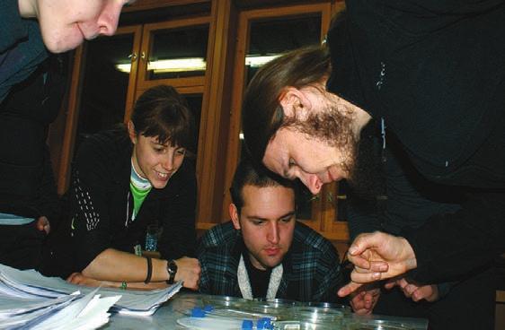 Сергей Лысенков ведет занятия по энтомологии. Фото Ф. Лобырева