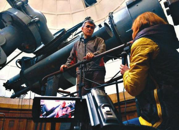 Маргарита Москалева берет интервью у Владимира Сурдина. Фото С. Гусевой