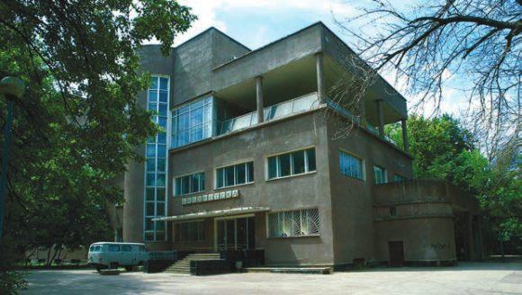 Рис. 3. Библиотечное крыло во Дворце культуры завода им. Лихачёва