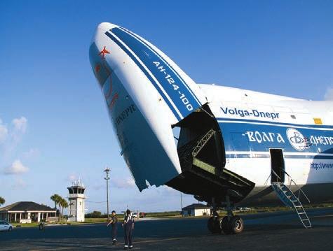 Доставка первой ступени самолетом Ан-124-100 «Руслан» российской авиакомпании «Волга-Днепр». Фото с сайта NASA