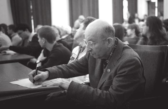 Борис Валентинович Комберг на расширенном семинаре Общемосковского семинара астрофизиков в ГАИШ 19 февраля 2016 года, который был посвящен открытию гравитационных волн. Фото О. Бартунова