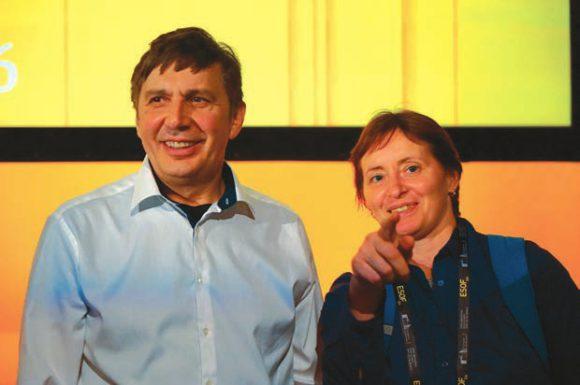 А. Гейм и Н. Демина. «А вы уже занялись 2D материалами?» Фото С. Беляевой