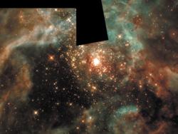 """массивных звезд, родившихся в комплексе. . ■*»'. ■ *•»'.? а,-•» . •• ■ > •• ' ; J - Ш' у-:V:, л V. . """" ■* . / м Гигантский (70x50 парсек) газово-пылевой комплекс Тарантул (30 Золотой рыбы) в Большом Магеллановом Облаке. В центре - ярчайшее звездное скопление R136 возрастом всего 2 миллиона лет. Всего в нем около тысячи звезд, среди них десятки гигантов массой порядка сотни масс Солнца."""