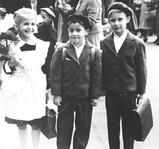 Будущий математик Михаил Цфасман. 1-й класс. 1 сентября 1961 года (крайний справа)