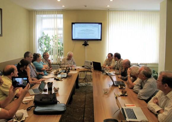 Заседание оргкомитета конференции под председательством В. Захарова. Фото Н. Деминой