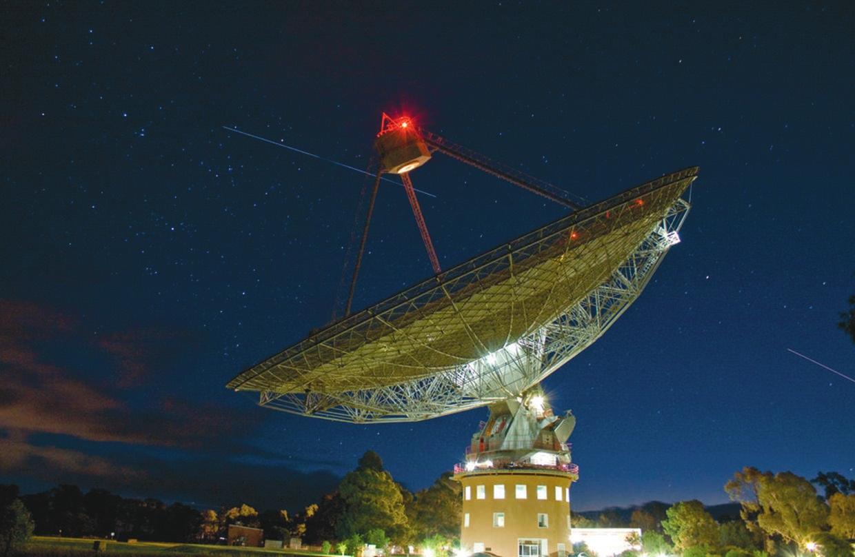Радиотелескоп «Паркс»в Австралии, в данных которого был найден первый FRB. Фото John Sarkissian (CSIRO Parkes Observatory)
