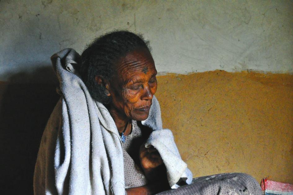 Пожилая женщина, страдающая деменцией. Эфиопия, 2012 год. (Wikimedia)