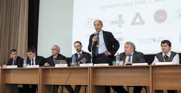 Первую часть конференции вел академик РАН В. Рубаков. фото М. Ефимовой