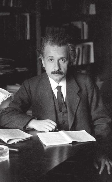 Альберт Эйнштейн, 1920 год (Википедия)