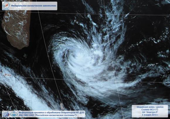 Циклон, Индийский океан. 4 января 2013 год. Съемка КА «Электро-Л». Изображение НЦ ОМЗ