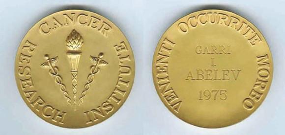 Золотая медаль Нью-Йорского института по изучению рака — первая международная премия по иммунологии рака (1975 год)