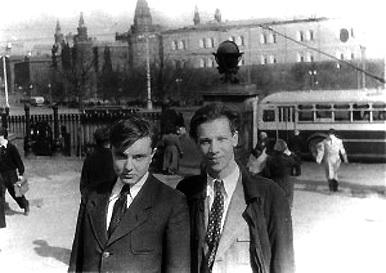 Владимир Успенский и Михаил Поливанов, конец 1940-х годов (Фото с сайта 050353.ru)