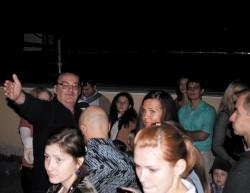 С.А. Ламзин направляет экскурсантов к звездам (фото С. Аюкова с сайта ГАИШ).