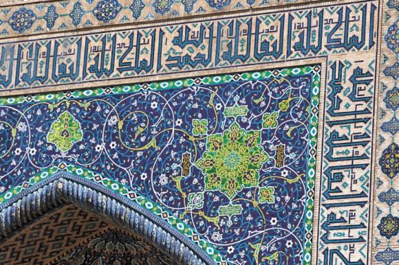 Сейчас орнаменты медресе Регистана отреставрированы. Фото автора