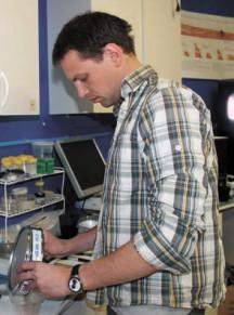 Геолог в лаборатории MDRS