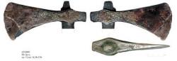 Боевой топор XIV века с сохранившимся топорищем. Пятницкий раскоп