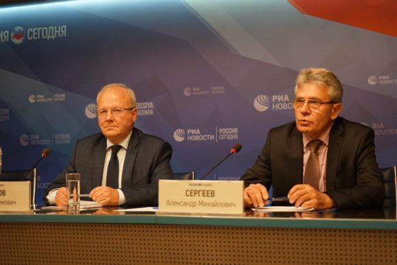 Академики РАН Алексей Хохлов и Александр Сергеев на пресс-конференции 12 сентября 2017 года