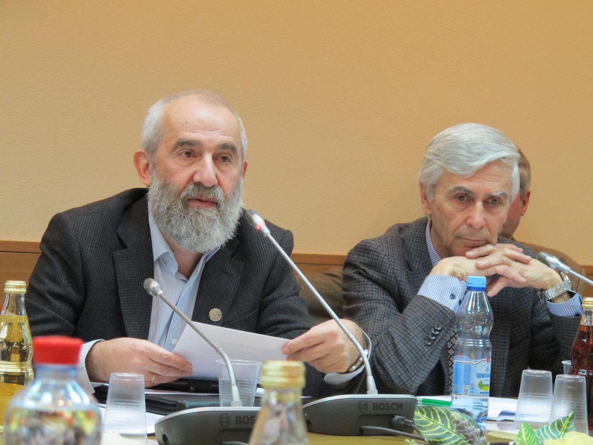 Комитет Госдумы по науке поддержал законопроект об отмене срока  Андрей Цатурян и Михаил Данилов на обсуждении законопроекта
