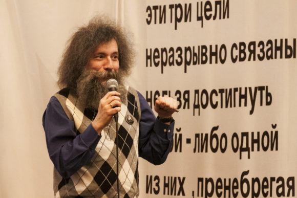 Михаил Гельфанд вел вечер и сделал небольшой доклад о неандертальцах