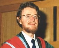 Джон Стюарт Белл (1928-1990). Широко известны неравенства Белла. Намного меньше Белл известен как критик ортодоксальной квантовой механики