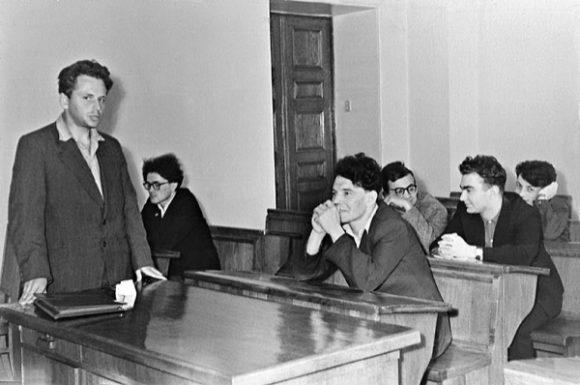Семинар Ф.А. Березина - Р.А. Минлоса в МГУ, 1959 г. (Березин стоит, Минлос на 1-ой парте)