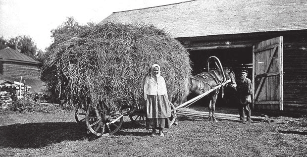 В крестьянском хозяйстве, 1920-е годы. www.kommersant.ru