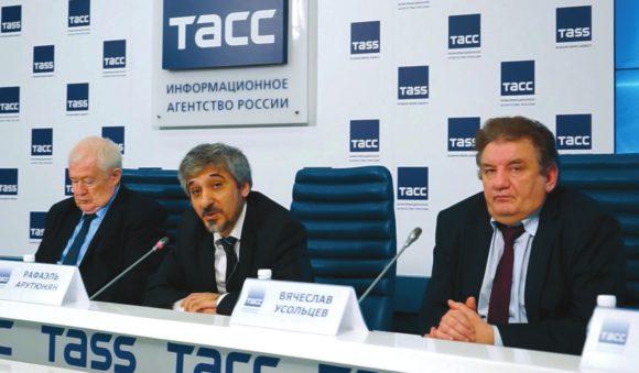 В. Болтунов, Р. Арутюнян и В. Усольцев уверены, что «Маяк» не был источником выброса. Фото Н. Деминой