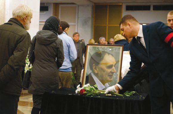 Церемония прощания с А. А. Зализняком состоялась 28 декабря в ритуальном зале нового здания ПРАН