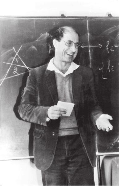 В. И. Арнольд около 1985 года на мехмате МГУ. Фото Б. А. Хесина