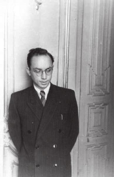 Весной 1950 года студент IV курса кафедры археологии Лев Клейн сделал на ученом совете ИИМК доклад с критикой учения академика Н. Я. Марра (за полгода до Сталина)