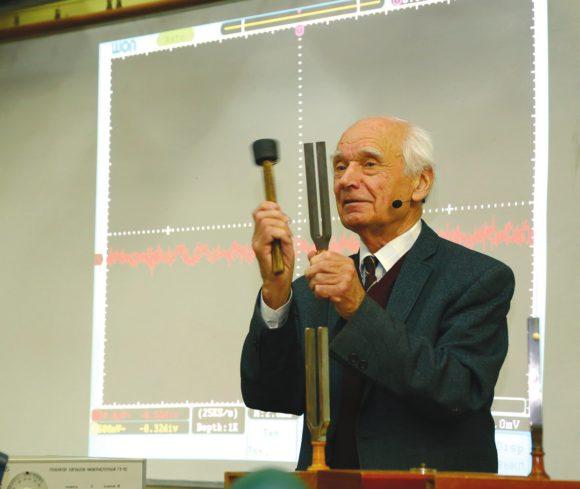 В. В. Сперантов на лекции «Физика музыки». Фото А. Говорова