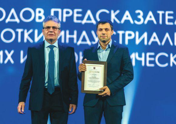 Глава РАН А. Сергеев и Е. Бурнаев на церемонии вручения премий молодым ученым Москвы, 5 февраля 2018 года