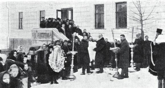Вынос тел сгоревшей семьи подрядчика Мельникова (niva.ws)