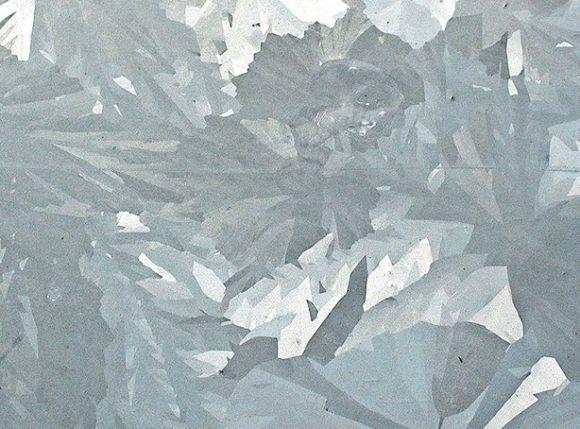 Рис. 1. Кристаллы цинка на оцинкованной жести