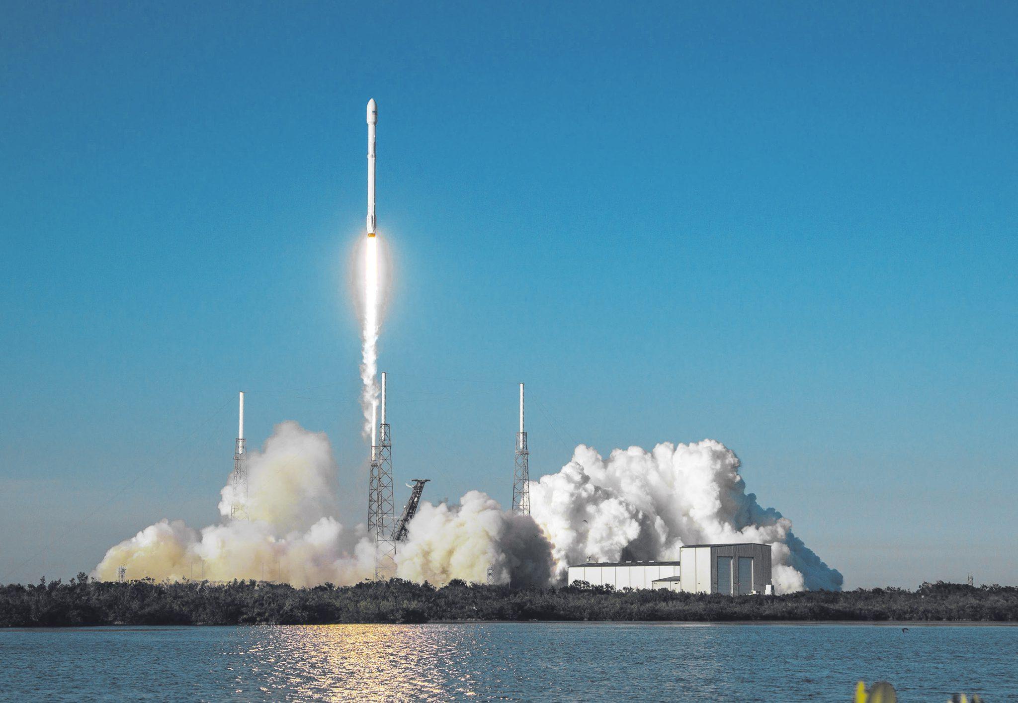 Запуск орбитального телескопа TESS с мыса Канаверал 18 апреля ракетой-носителем «Фалькон-9» (Official SpaceX Photos — TESS Mission)