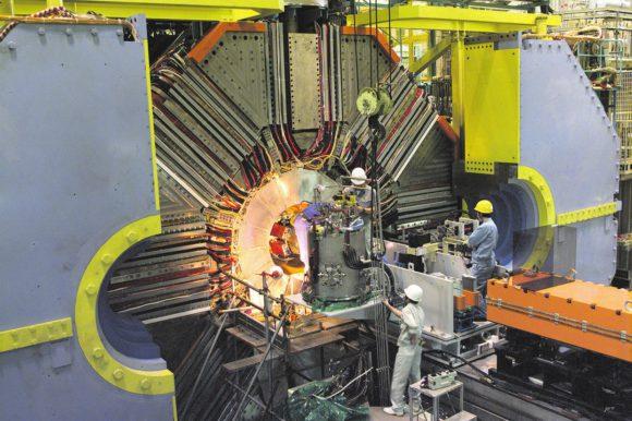 Установка коллайдера SuperKEKB (www.kek.jp)