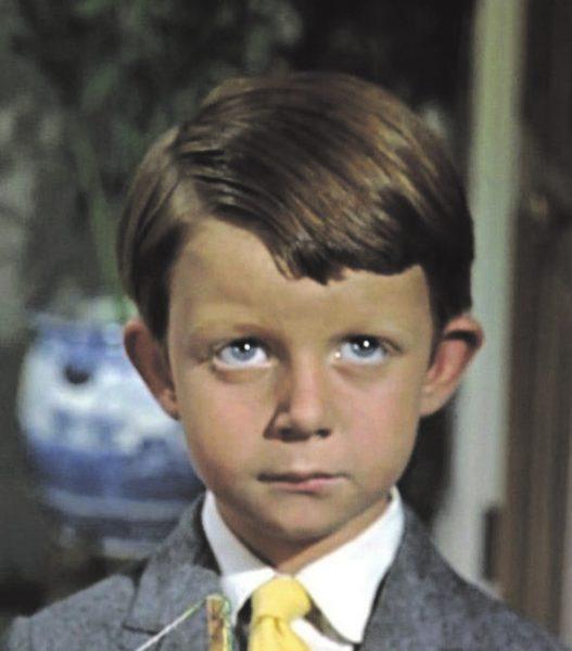 Юный актер, сыгравший Майкла Бэнкса, к сожалению прожил всего 21 год. В Индии он заболел гепатитом и умер от панкреатита